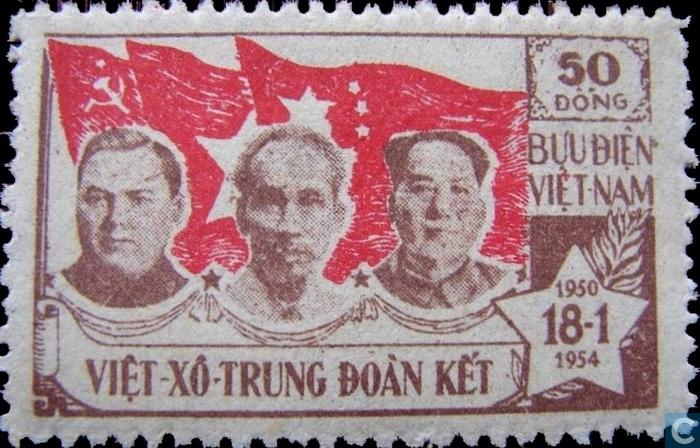 Tem có hình 3 lãnh tụ CS phát hành thập niên 1950: Georgy Malenkov, Hồ Chí Minh và Mao Trạch Đông. Nguồn: internet