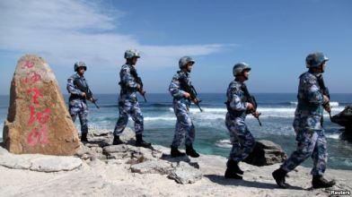 Binh sĩ Quân đội Giải phóng Nhân dân Trung Quốc (PLA) tuần tra trên đảo Phú Lâm, thuộc quần đảo Hoàng Sa, ngày 29/1/2016. Ảnh: Reuters.