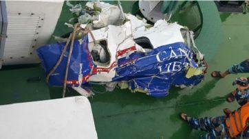 Bộ Quốc Phòng Việt Nam xác định các vật thể, mảnh vỡ thu được trên biển là của máy bay CASA-212. Ảnh: Bộ Quốc phòng VN.