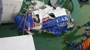 Các mảnh vỡ của tàu CASA tìm thấy ngày hôm qua (Ảnh: Bộ Quốc phòng)