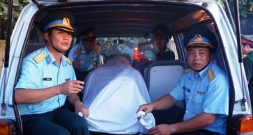 Thi thể phi công Trần Quang Khải. Nguồn: internet