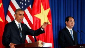 Tổng thống Hoa Kỳ tham dự cuộc họp báo chung với Chủ tịch nước Việt Nam Trần Đại Quang ở Hà Nội, 23/5/2016. Ảnh: Reuters.