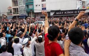 Người dân Saigon xuống đường đón TT obama. Ảnh: internet