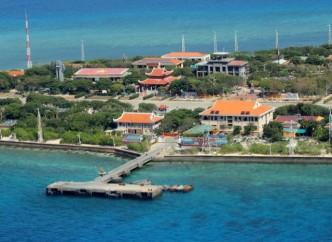 Toàn cảnh mặt chính diện đảo Trường Sa lớn nhìn từ phía cầu cảng (Ảnh: VIỄN SỰ)