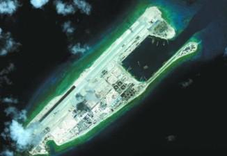 Trung Quốc tiến hành quân sự hóa bất hợp pháp và quy mô lớn ở Biển Đông. Trong hình là đá Chữ Thập thuộc quần đảo Trường Sa của Việt Nam, đang bị Trung Quốc chiếm đóng và quân sự hóa bất hợp pháp. Ảnh: Sina.