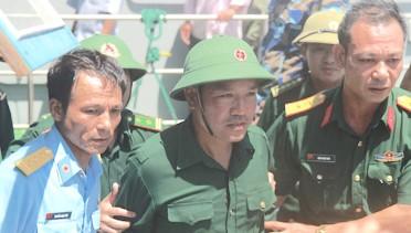 Thiếu tá Cường trong ngày trở về trong vòng tay đồng đội. Ảnh: báo DT