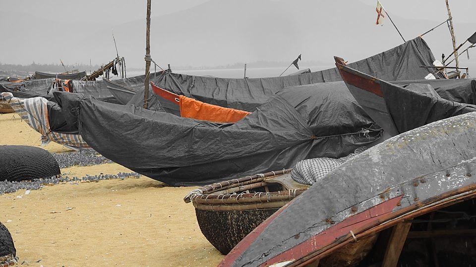 Những chiếc thuyền nằm trên bờ