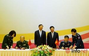 Bộ Tư lệnh Cảnh sát biển Việt Nam và Cục Cảnh sát biển Trung Quốc ký bản ghi nhớ hợp tác trước sự chứng kiến của Phó Thủ tướng Phạm Bình Minh và Ủy viên Quốc vụ viện Trung Quốc Dương Khiết Trì.