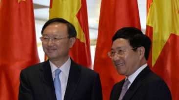 Ông Dương Khiết Trì (trái) gặp ông Phạm Bình Minh sáng 27/6. Ảnh: AFP