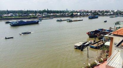 Sông Hậu - con sông này có thể sẽ bị ô nhiễm trầm trọng vì hoạt động của nhà máy Giấy Lee & Man. (Hình: Người Lao Động)