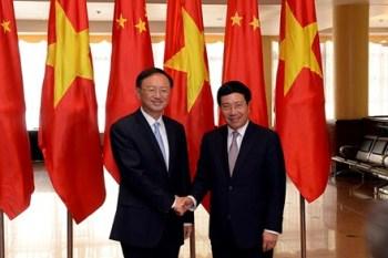 Phó Thủ tướng, Bộ trưởng Ngoại giao VN Phạm Bình Minh (phải)  và Ủy viên Quốc vụ TQ Dương Khiết Trì. Ảnh: Tiền Phong.