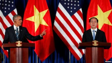 ổng thống Hoa Kỳ Barack Obama (trái) tham gia một buổi họp báo cùng Chủ tịch nước Việt Nam Trần Đại Quang (phải) hôm 23 tháng 5 năm 2016. Ảnh: Reuters.