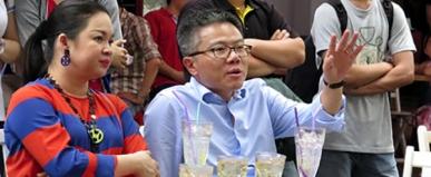 Bài Nguyễn Thanh Phượng và GS Ngô Bảo Châu. Ảnh: internet