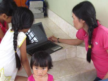 Vợ con ngư dân Nguyễn Xuân Thành ở quê nhà hoang mang lo lắng thông tin chồng bị bắt.