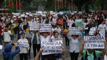 Người dân xuống đường biểu tình phản đối Formosa ở Hà Nội ngày 01/05/2016. Nguồn: internet