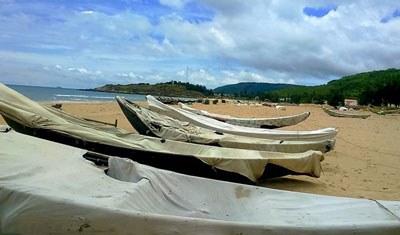 Thuyền của ngư dân Hà Tĩnh rơi vào cảnh thất nghiệp. Courtesy Zing.