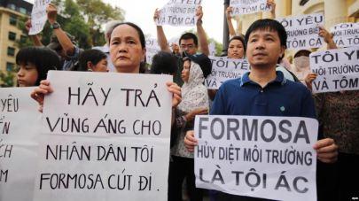 Người dân biểu tình vụ cá chết hàng loạt ở miền trung Việt Nam. Nguồn: EPA