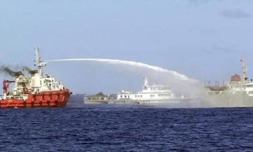 Tàu TQ xịt vòi rồng vào tàu VN trước đây. Nguồn: internet