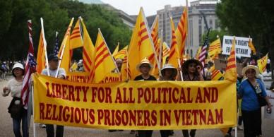 Các nhà hoạt động Việt Nam biểu tình bên ngoài Nhà Trắng, phản đối chuyến đi Mỹ của ông Nguyễn Phú Trọng. Ảnh: Alex Wong/ Getty Images