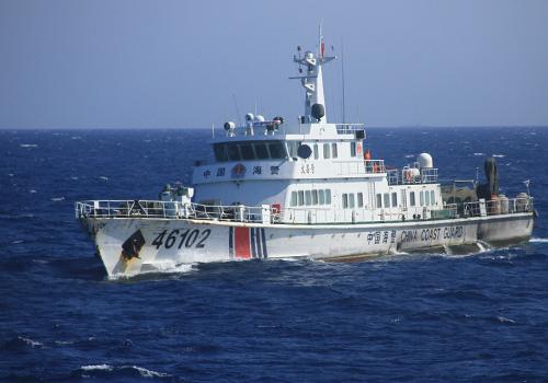 Tàu Cảnh sát biển 46102 của Trung Quốc tông chìm tàu gỗ của 5 ngư dân Quảng Ngãi. Ảnh: Nguyễn Đông.