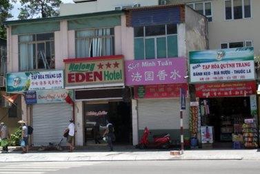 Phố ta hóa... phố Tàu ở Hạ Long. Ảnh: internet