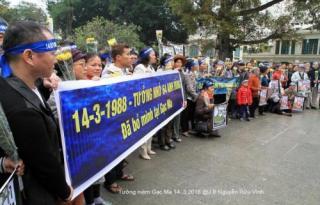 Biểu tình tại Hà Nội, tưởng niệm các chiến sĩ Gạc Ma. Nguồn: internet