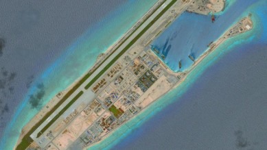 Trung Quốc đang xây đảo nhân tạo ở đảo chữ thập. Ảnh: Getty.