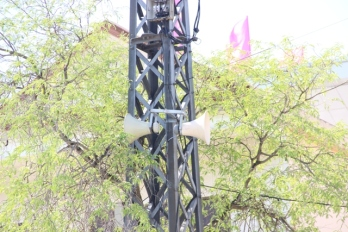 Việc sóng phát thanh bị nhiễu, có tiếng Trung Quốc chen ngang vào bản tin khiến người dân địa phương cảm thấy bất ngờ.
