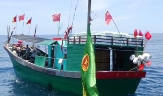 Tàu cá Trung Quốc vi phạm. Ảnh: báo LĐ