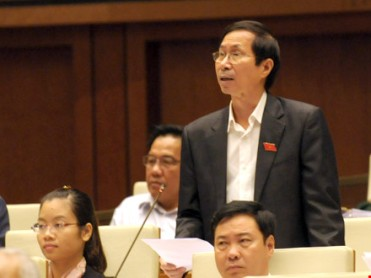 Đại biểu Bùi Việt Phương đặt vấn đề: Tại sao vẫn để xảy ra những chuyện làm người dân ai oán? Ảnh: PLTP