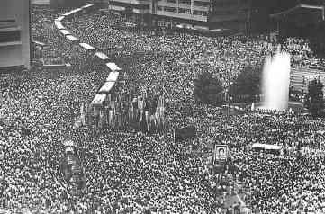 Hàng chục ngàn người dân Nam Hàn xuống đường nhân một đám tháng hồi tna8m 1987.