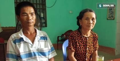 Gia đình anh Phạm Hữu Hùng (con trai liệt sĩ Phạm Hữu Đường) có sổ hộ nghèo bị thu