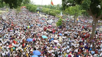 Người dân ở Vinh, tỉnh Nghệ An, tuần hành phản đối nhà máy của Formosa, 15/8/2016. Ảnh: Chu Mạnh Sơn