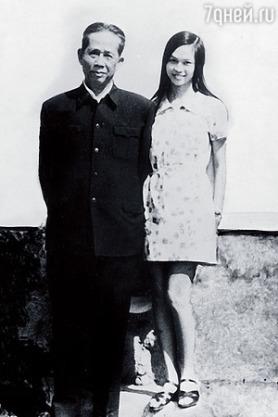 Lê Duẩn và con gái Lê Vũ Anh. Ảnh: tư liệu gia đình.