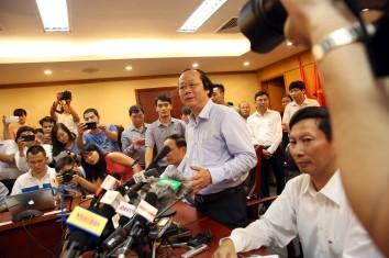 Thứ trưởng Bộ TN - MT Võ Tuấn Nhân thông tin nguyên nhân cá chết trong cuộc họp báo tối ngày 27.4