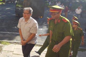 Bị cáo Phạm Công Danh được dẫn giải đến tòa sáng 29-7 - Ảnh: Hoàng Điệp/ báo TT