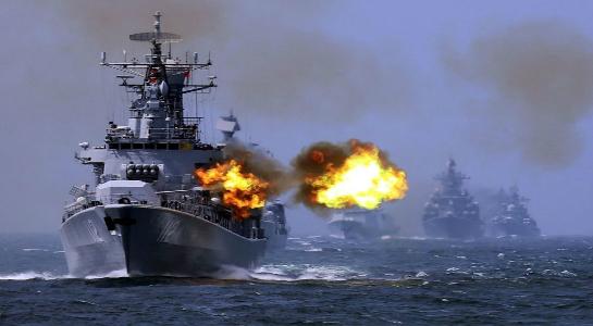 Tàu chiến Nga và Trung Quốc tập trận chung trên Biển Hoa Đông ngày 24.5.2014 - Ảnh: AP