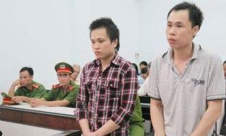 Nguyễn Hữu Thiên An (trái) và Nguyễn Hữu Quốc Duy tại tòa hôm 22/8/2016. Ảnh: Báo Hà Nội Mới.