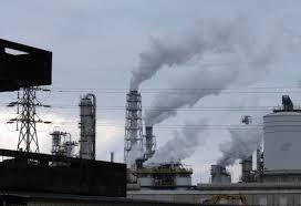 Khói bốc lên từ một nhà máy của Formosa, một trong 10 doanh nghiệp ô nhiễm nhất trên đảo Đài Loan. Ảnh: Getty