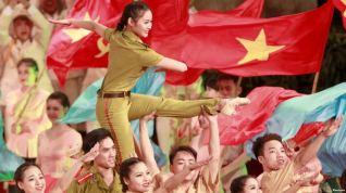 Lễ kỷ niệm 70 năm Ngày thành lập lực lượng CAND Việt Nam, 18/8/2015. Lực lượng CAND Việt Nam được thành lập vào ngày 19/8/1945, ngày Việt Minh lên nắm chính quyền. Ảnh: Reuters.