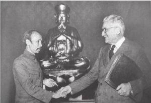 Hồ Chí Minh và Marius Moutet ký tạm ước Việt - Pháp ngày 14/9/1946, sau Hội nghị Fontainebleau