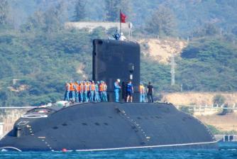 Tàu ngầm Kilo 636 của Việt Nam có tên là Hà Nội, được mua của Nga. Ảnh chụp ngày 3-1-2014. Nguồn: Vietnam News Agency/AFP/Getty Images