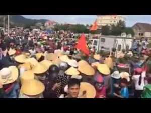 Người dân miền Trung xuống đường biểu tình hôm 1-9-2016