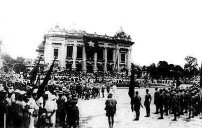 Đảng cướp chính quyền ngày 19 tháng 8 năm 1945 tại Phủ khâm sai Bắc Kỳ. Nguồn: internet
