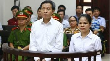 Nguyễn Hữu Vinh và Nguyễn Thị Minh Thúy tại phiên phúc thẩm. Nguồn: AP