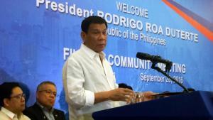 Tổng thống Rodrigo Duterte phát biểu trước cộng đồng người Philippines tại Hà Nội tối 28/09/2016. Ảnh: REUTERS/Martin Petty