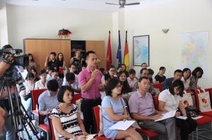 Phóng viên đưa ra câu hỏi về ông Trịnh Xuân Thanh trong cuộc họp báo sáng 28-9. Ảnh: CAND