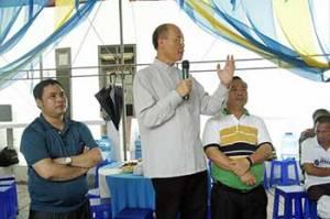 Đức Tổng Giám mục Ngô Quang Kiệt (cầm micro).