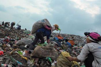 Bãi rác Đa Phước bốc mùi. Ảnh: internet
