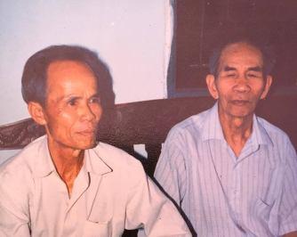 Chú Lương và cha tôi, ảnh chụp vào khoảng 1990